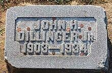 http://upload.wikimedia.org/wikipedia/commons/thumb/9/93/John_Dillinger_grave.jpg/220px-John_Dillinger_grave.jpg