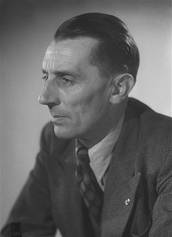 Joliot-Curie Harcourt 1948 3.jpg