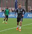 Joshua Kimmich Training 2017-03 FC Bayern Muenchen-4.jpg
