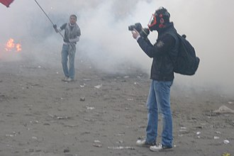 Safety of journalists - Journalist wearing a gas mask