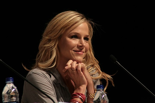 File:Julie Benz 2009.jpg