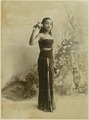KITLV 10725 - Kassian Céphas - Studio picture of a young woman in dance pose from Yogyakarta - Around 1900.tif