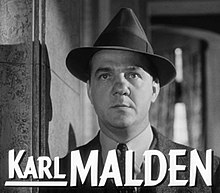 O actor estatounitense Karl Malden en 1953 en a cinta I Confess.
