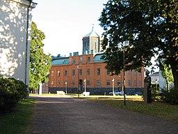 Karlstads gamle læreværk har set fra domkirkegården.