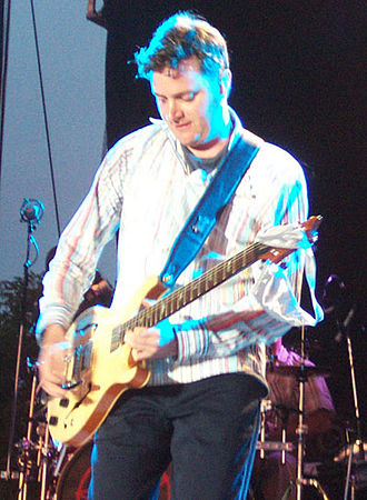 Kevin Hearn - Hearn performing in 2003