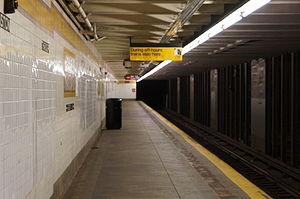 Kingston–Throop Avenues (IND Fulton Street Line) - Image: Kingston Throop Platform
