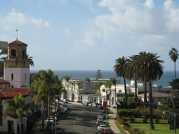 English: A street in La Jolla, California Espa...