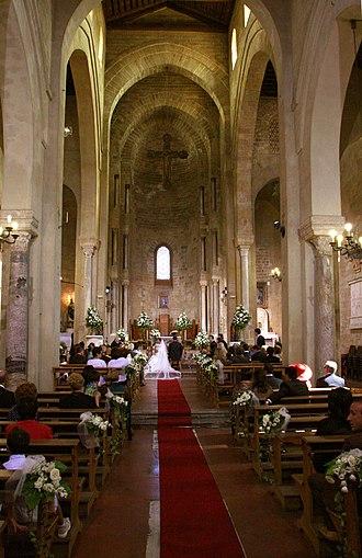 La Magione, Palermo - Image: La Magione (Palermo) Kircheninneres 2011 08 03