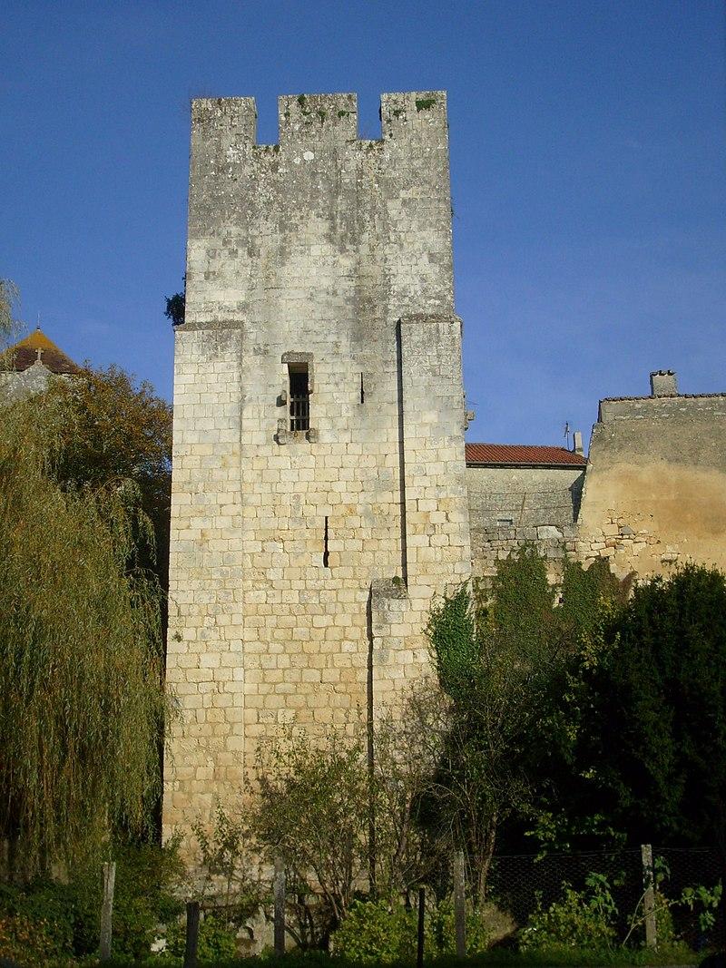 La tour médiévale - panoramio.jpg
