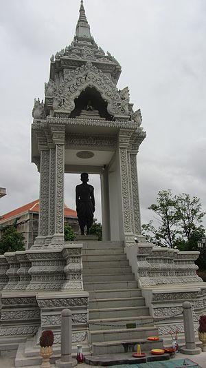 Penh - Statue of Lady Penh in Wat Phnom.