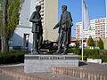 Laurin a Klement socha před muzeem.JPG