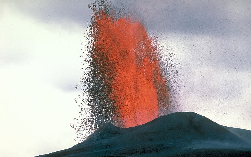 Lava fountain USGS page 30424305-068 large