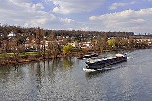 Le Pecq péniche sur Seine 003.jpg