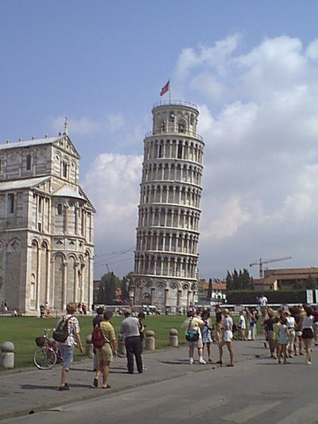 Башня является колокольней католического собора Campo dei Miracoli