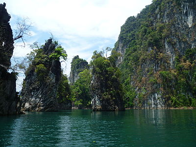 Limestone rocks in the Khao Sok National Park.JPG