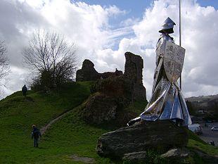 Monument to Llewelyn ap Gruffydd Fychan at Llandovery
