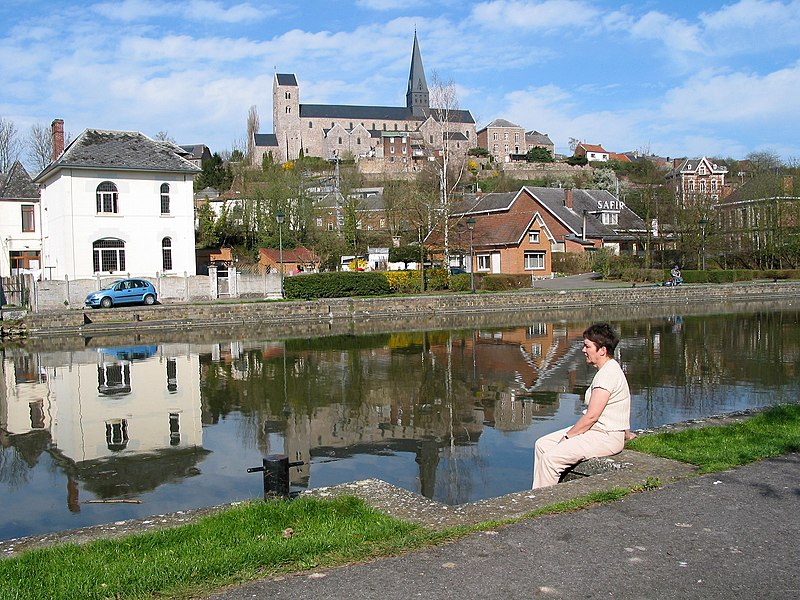 Lobbes (Belgium), the Sambre river the St Ursmar Collegiate church (XIth century).