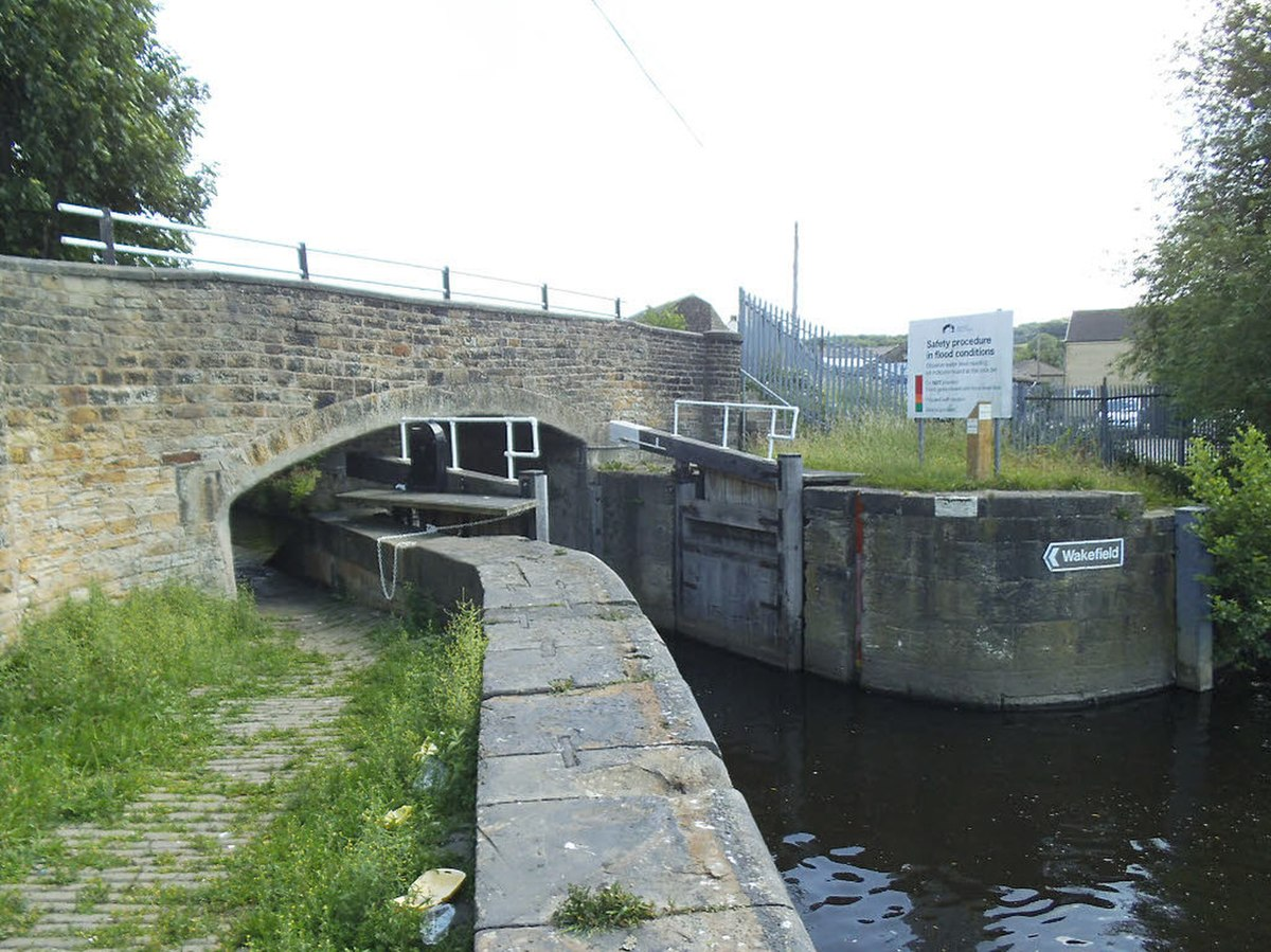 Low Mill Lane Bridge, Dewsbury.jpg