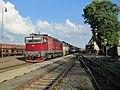 Lučenec, nádraží, vlak s lokomotivami 754.054 a 754.073.jpg
