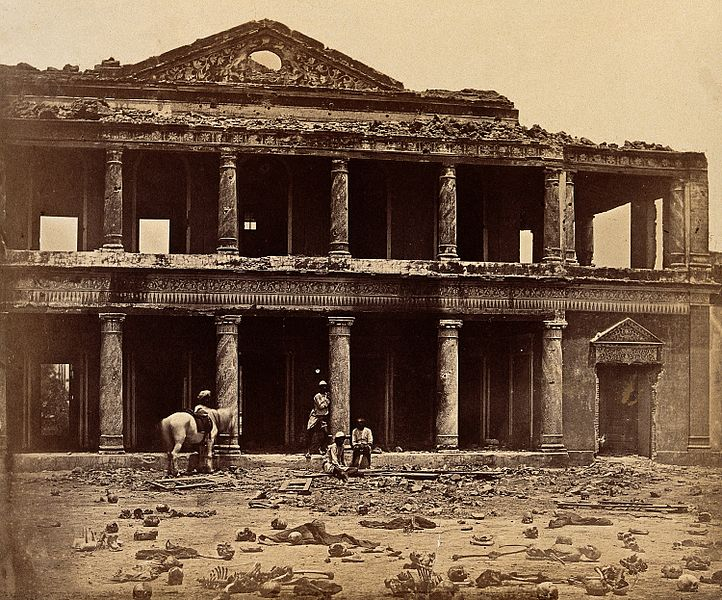 Datei:Lucknow, India; the Secundra Bagh showing damage done Wellcome V0037679.jpg