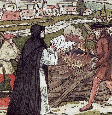 Мартин Лютер сжигает папскую буллу. Гравюра на дереве, 1557