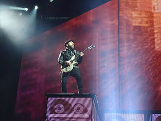 Monte Pittman - Monte Pittman playing the Jarrell MPS during the MDNA Tour