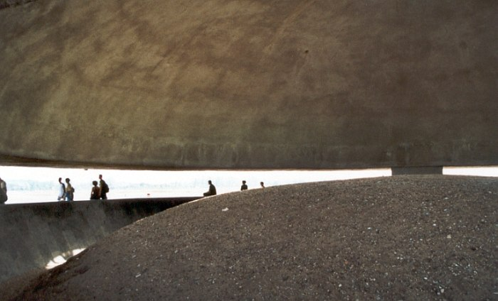 Majdanek.monument.700px