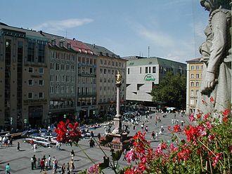 Marienplatz - Marienplatz with Mariensäule