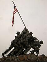 תצלום האנדרטה בוושינגטון המנציחה את הנפת דגל ארצות הברית בקרב איוו ג'ימה