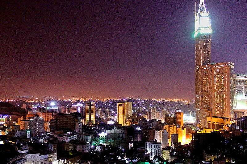 أبراج البيت 800px-Mecca_at_night