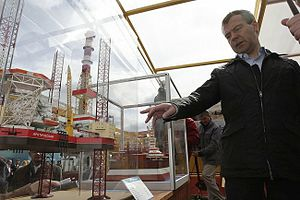 Sevmash - President Dmitry Medvedev with a model of the Shtokman platform in July, 2009