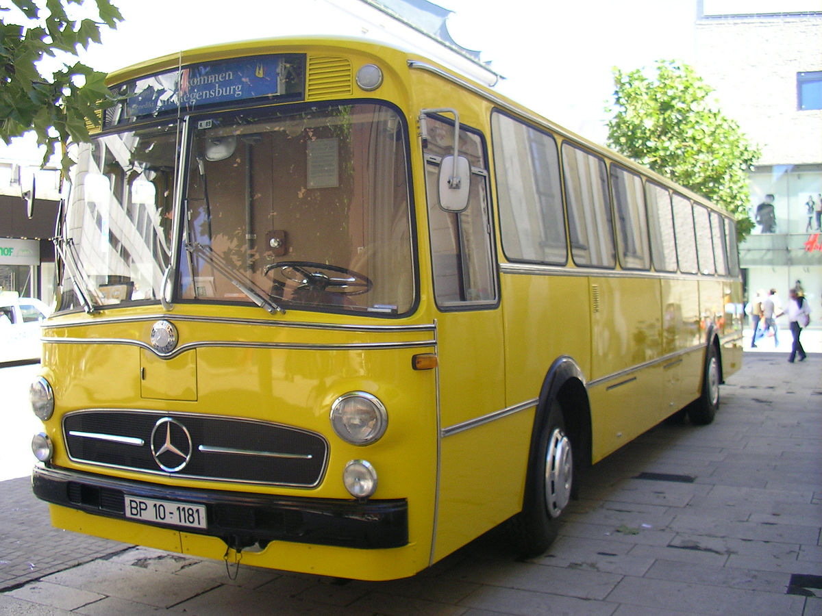 Postbuses in germany wikimedia commons for Mercedes benz deutschland