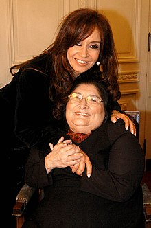 Mercedes Sosa in 2005, with Argentina's then-First Lady (later president from 2007 to 2015), Cristina Fernández de Kirchner.