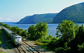 Hudson Line (Metro-North) - A northbound Hudson Line train going through the Hudson Highlands