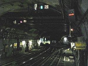 La Fourche (Paris Métro) - Image: Metro de Paris Ligne 13 station La Fourche Bifurcation 02