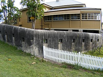 Middle Head Fortifications - A side view of the officers quarters with fortified wall in view