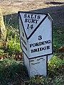 Milepost, Ibsley - geograph.org.uk - 1110309.jpg
