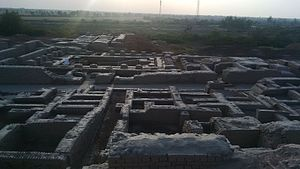 Mohenjo-daro - Regularity of streets and buildings suggests the influence of ancient urban planning in Mohenjo-daro's construction.