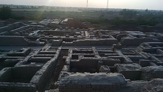 Harappan architecture - Regularity of streets and buildings suggests the influence of ancient urban planning in Mohenjo-daro's construction.