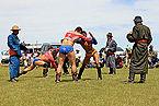 Mongolskie zapasy na lokalnym festiwalu Naadam (26).jpg