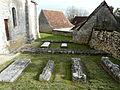 Montagnac-d'Auberoche tombes anciennes.JPG