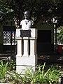 Monumento ao Irmão Isício no interior da Praça Tamandaré.JPG