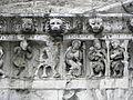 Nîmes (30) Cathédrale Frise 02.JPG