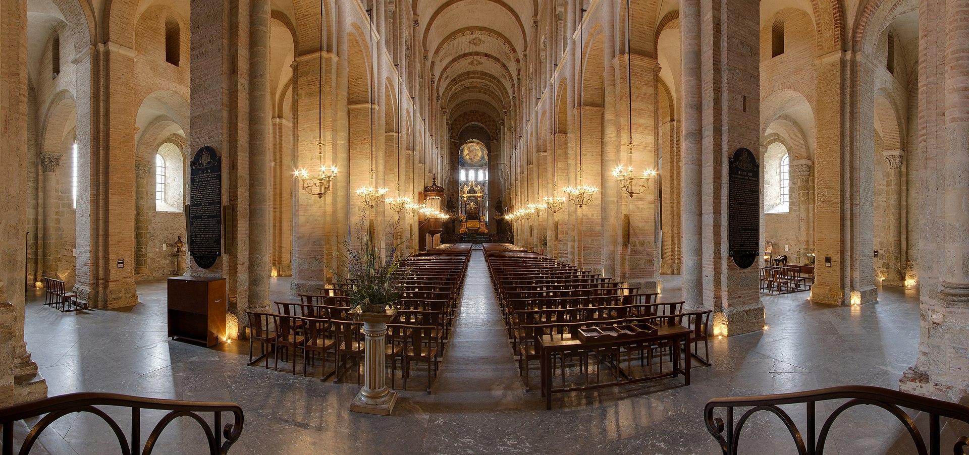 La nef romane de la basilique Saint-Sernin, à Toulouse.  (définition réelle 4270×2006)
