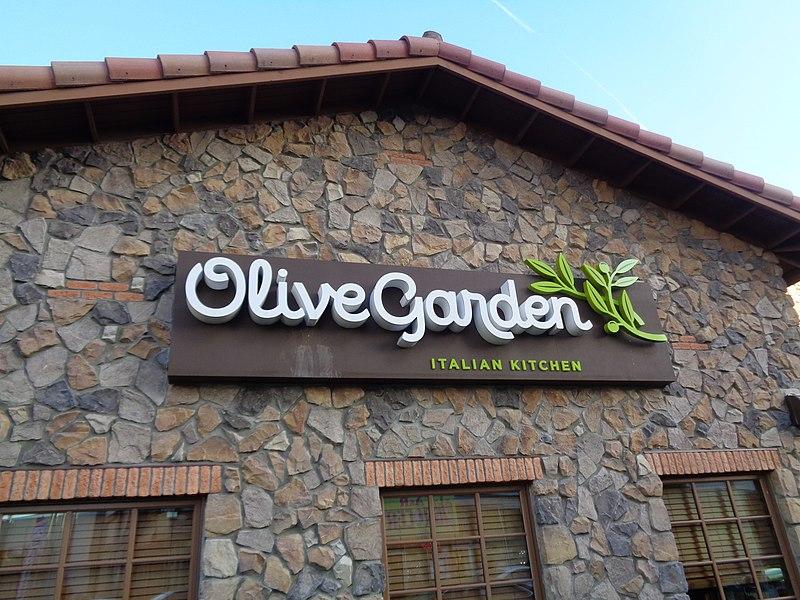 File:Olive Garden Queens Center 04.jpg