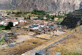 Ollantaytambo - Araqhama and the plaza of Manyaraki