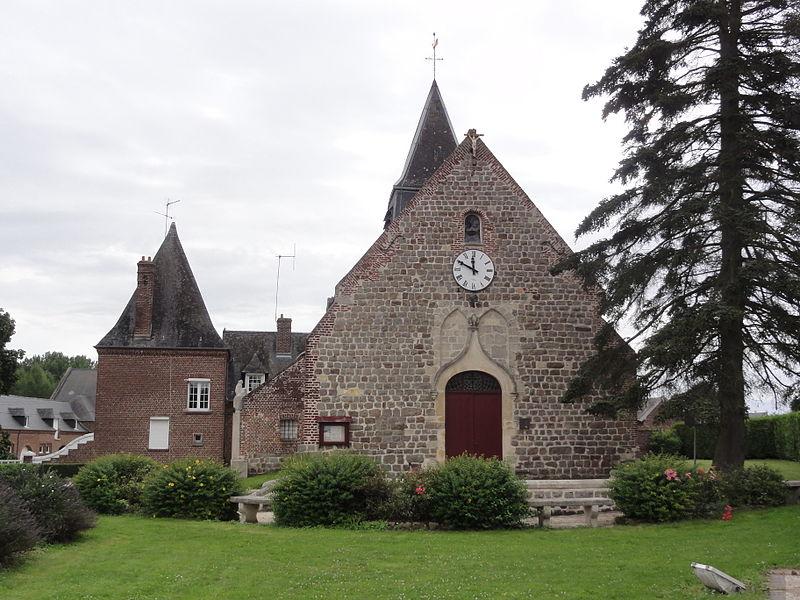 Ollezy (Aisne) église et un bout du manoir