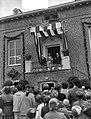 Opening nieuwe gemeentehuis te Heusden door koningin Juliana op het bordes van , Bestanddeelnr 907-9953.jpg