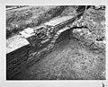 Opgraving voorburcht kelder van gebouw tegen zuid muur noordwand gezien naar het zuid-oosten ingestort gewelf. - Doornenburg - 20059845 - RCE.jpg