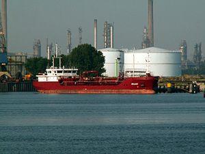 Oralake at the Calland canal, Port of Rotterdam, Holland 01-Jul-2006.jpg